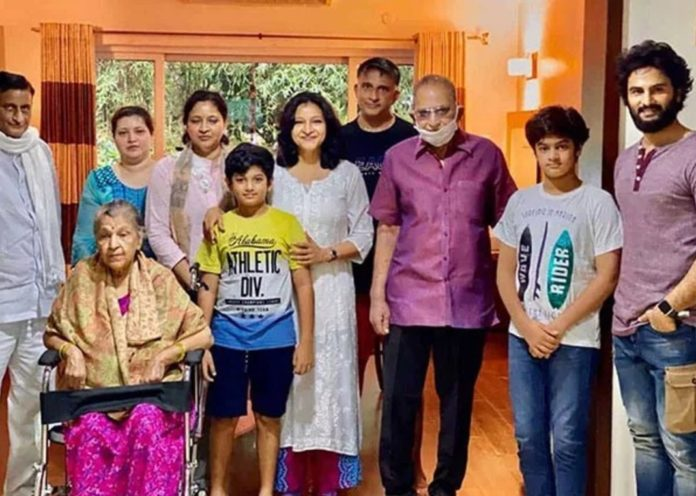 Superstar Krishna Spends Quality With Daughter, Sons And Grandchildren - View Pic
